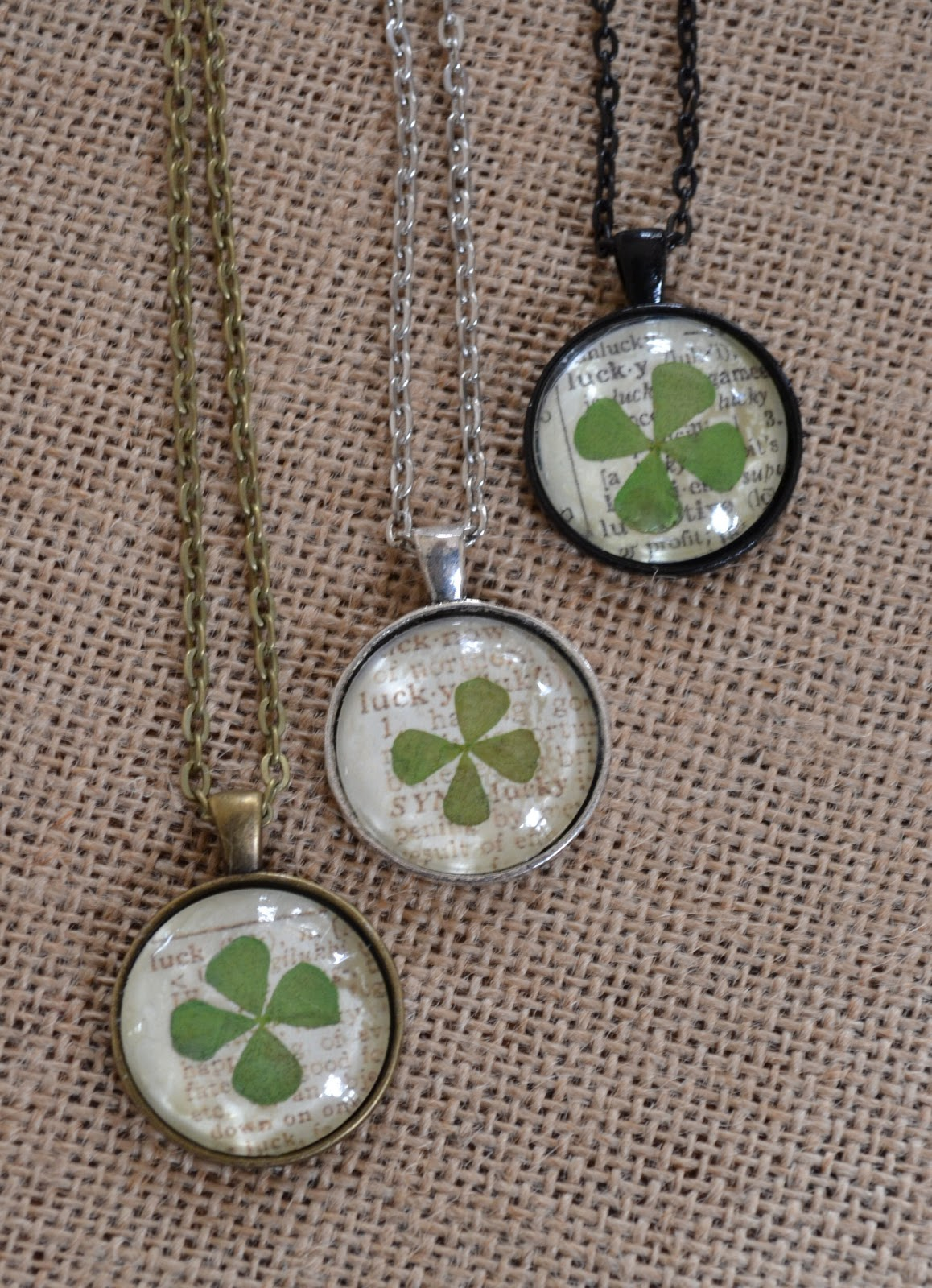 St. Patrick's Day Crafts - Lucky clover pendant