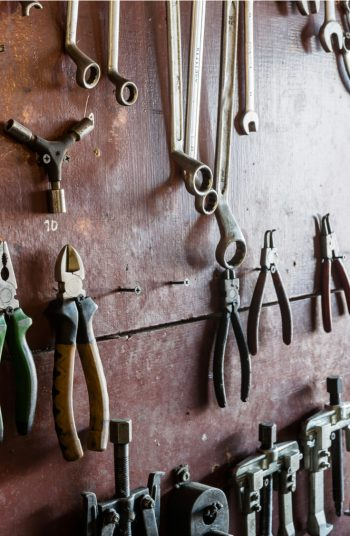 Here are some brilliantly clever garage organization tips! Clean up all the junk in your garage with these unique and creative ideas! Never misplace anything in your garage again with these guide to the perfect storage space. You'll love how organized your tools are after this.