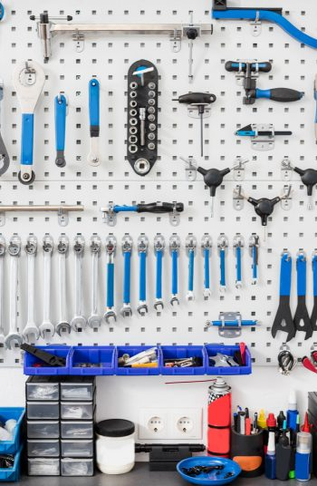 Here are some brilliantly clever garage organization tips! Clean up all the junk in your garage with these unique and creative ideas! Never misplace anything in your garage again with these guide to the perfect storage space. Peg board is the best way to keep things organized in your garage.