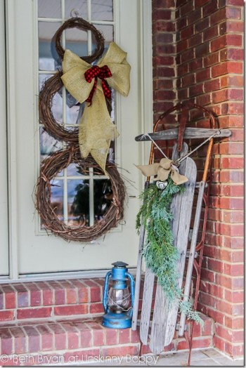 18-easy-ways-to-decorate-your-porch-for-christmas11