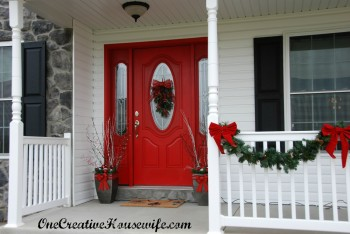 18-easy-ways-to-decorate-your-porch-for-christmas12