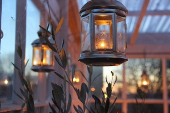 18-easy-ways-to-decorate-your-porch-for-christmas18