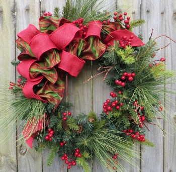 18-easy-ways-to-decorate-your-porch-for-christmas6