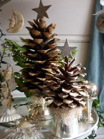 22-vintage-pine-cone-christmas-tree