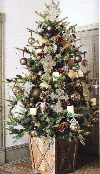wood-planter-christmas-tree-591x1024