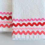 sewing_rick-rack-valentine-dish-towel_dsc_1671