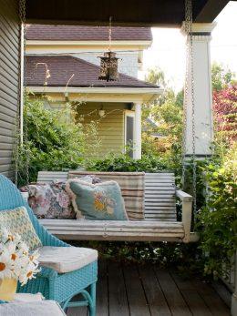 Spring, Spring Porch Decor, Porch Decor for Spring, Holiday Home Decor, How to Decorate Your Porch, Easy Ways to Decorate Your Porch, Porch and Patio Decor, Easter Porch Decor, Decorating Your Porch for Spring, DIY Porch Decor