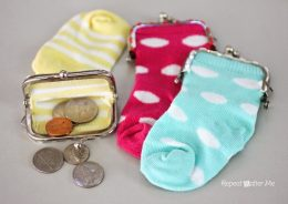 How to Reuse Old Socks, Things to Do With Old Socks, Clothing Tips and Tricks, How to Reuse Old Clothing, Repurpose Old Socks, Repurposing Old Socks, Craft Projects, Simple Craft Projects, Easy Crafts for Kids, Repurpose Crafts for Kids