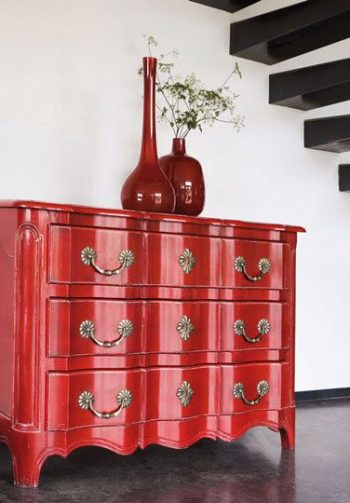 The Easy Way to Add A High-Gloss Stain to Any Piece of Furniture  How to Stain Furniture, High Gloss Stain, How to Stain Furniture, DIY Furniture Ideas, DIY Home, DIY Home Decor, Furniture Remodel, How to Repaint Your Furniture, DIY Tutorial