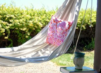 10 Hammock Projects You Can Make Yourself - Hammock Projects, DIY Hammock Projects, Do It Yourself Projects, DIY Hammocks, How to Make Your Own Hammock, DIY Home, DIY Home Decor, DIY Outdoor Projects, Easy Outdoor Projects.