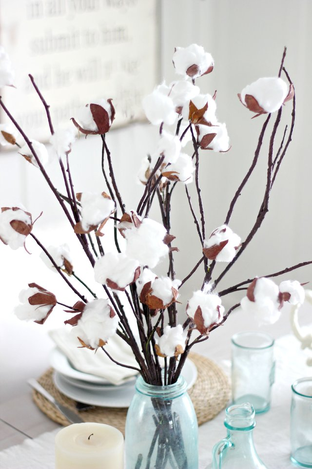 How to Make DIY Faux Cotton Stems - DIY Cotton Stems, Cotton Stems, How to Make Cotton Stems, Faux Cotton Stems, Holiday Home Decor, DIY Holiday Home Decor, Fall Home Decor, DIY Fall Decor, Popular Pin