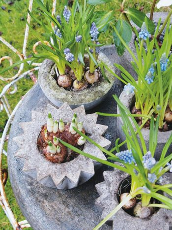How to Make Your Own DIY Garden Planters  Garden Planters, DIY Garden Planters, DIY Garden Planter Ideas, Garden Planter Boxes, Outdoor DIY