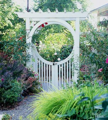 Here are some great curb appeal landscape ideas that are easy. No need to bust your back to make your home attractive to those driving by. My list of lists offers easy landscape ideas to be the house on the street with beautiful landscape. Your yard will look amazing!