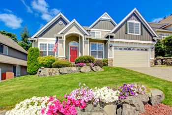 Here are some great curb appeal landscape ideas that are easy. No need to bust your back to make your home attractive to those driving by. My list of lists offers easy landscape ideas to be the house on the street with beautiful landscape. Check it out!