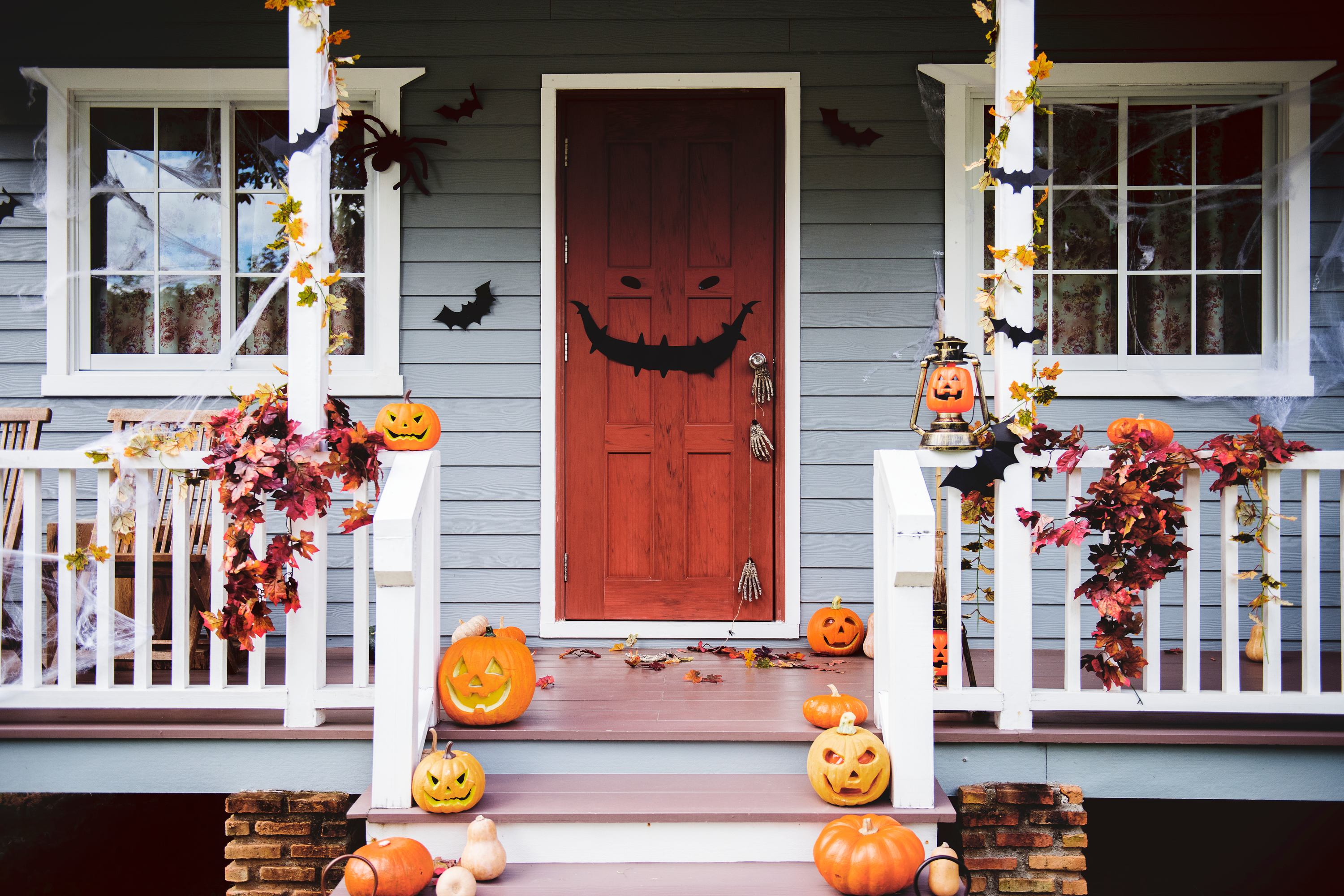 Halloween porch | Halloween porch decorating | porch | porch decor | Halloween | Halloween decor | fall