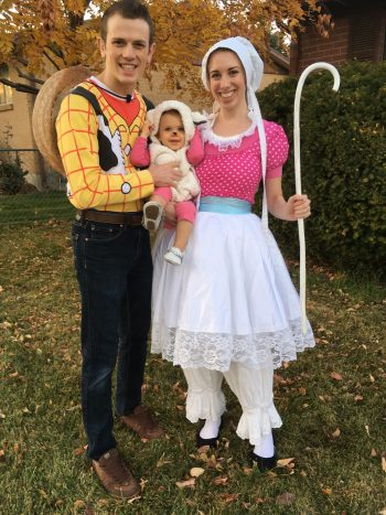 Finding couples costumes can be tricky but these Toy Story costumes are perfect