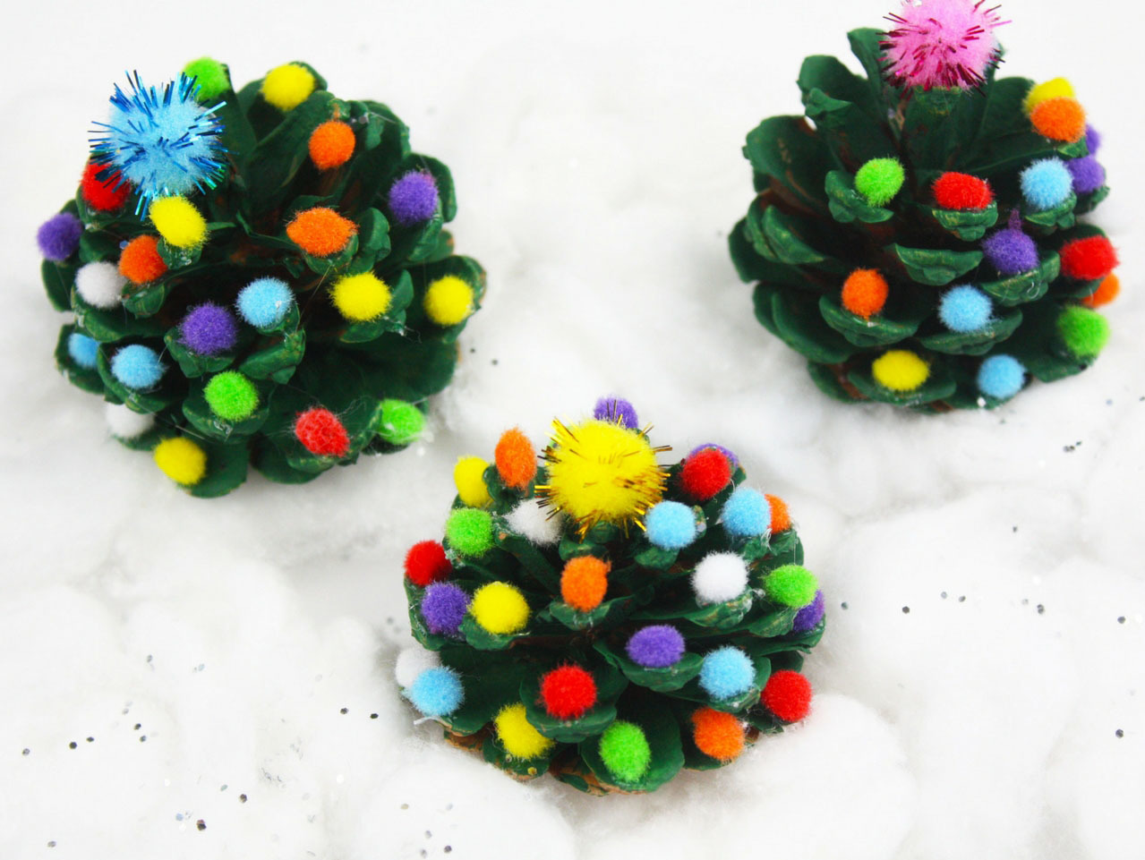 If you're looking for some fun Christmas crafts for your kiddos, that are easy to do, I've got you covered. These rustic Christmas crafts are so much fun to make!