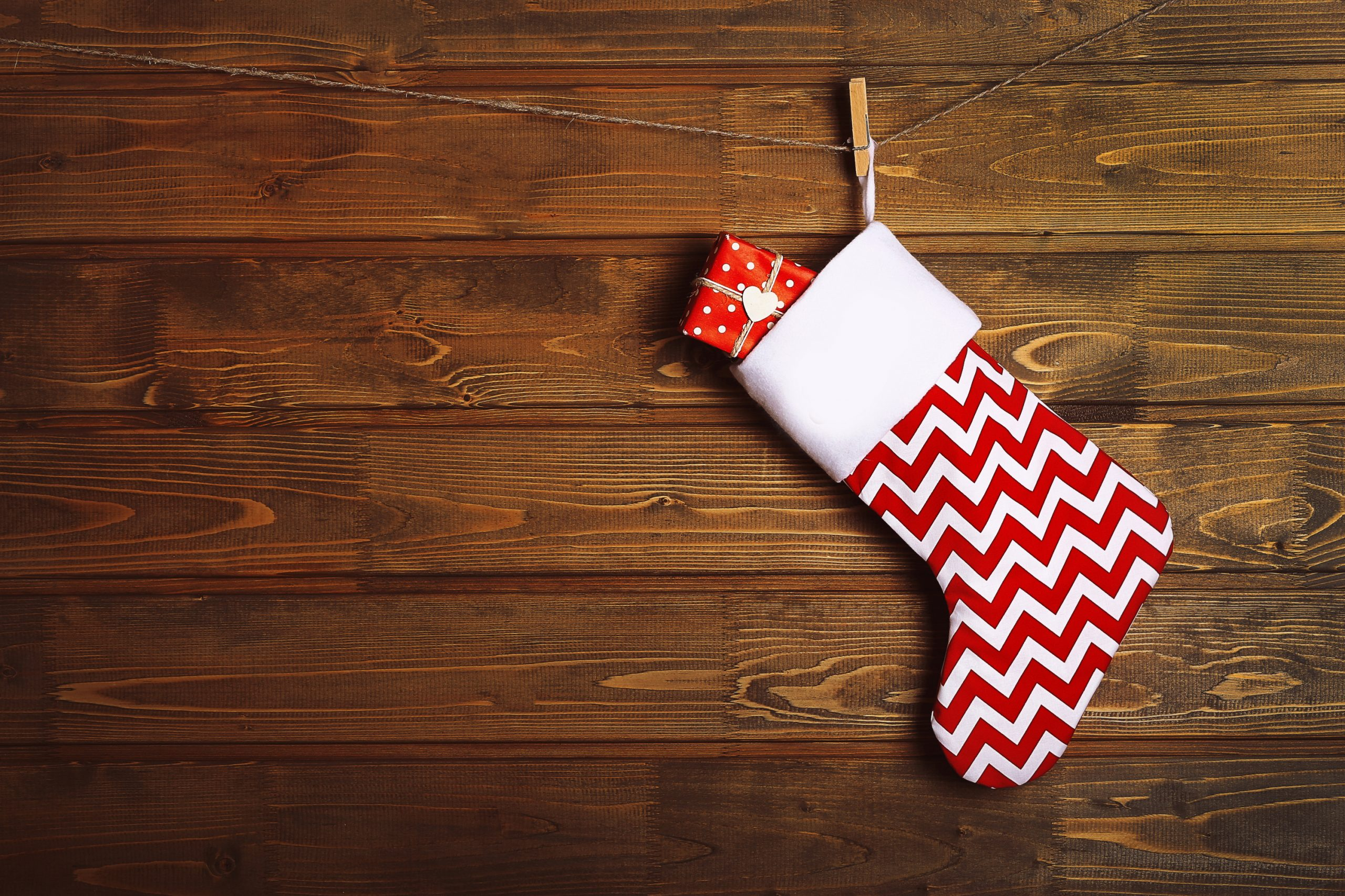 Are you trying to come up with a creative stocking for Christmas this year? Try making a oversized wooden stocking. They are so cute and easy to make.