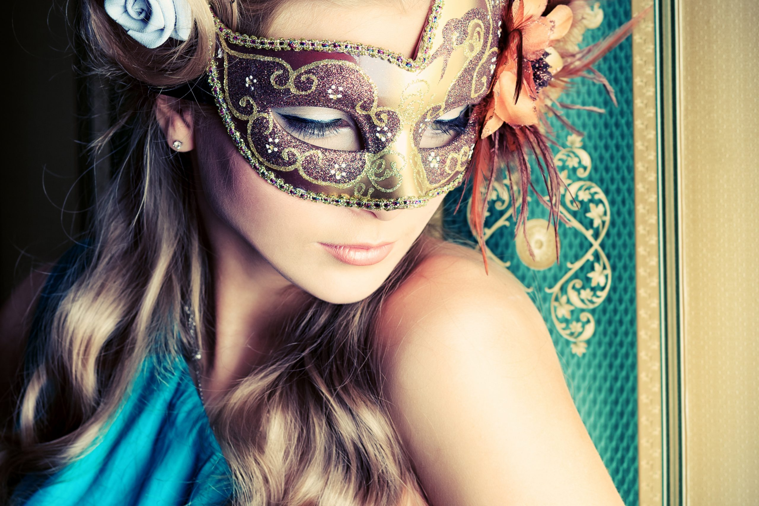 One of the most popular party ideas for New Years Eve is a masquerade party. Here are the best masquerade party ideas.