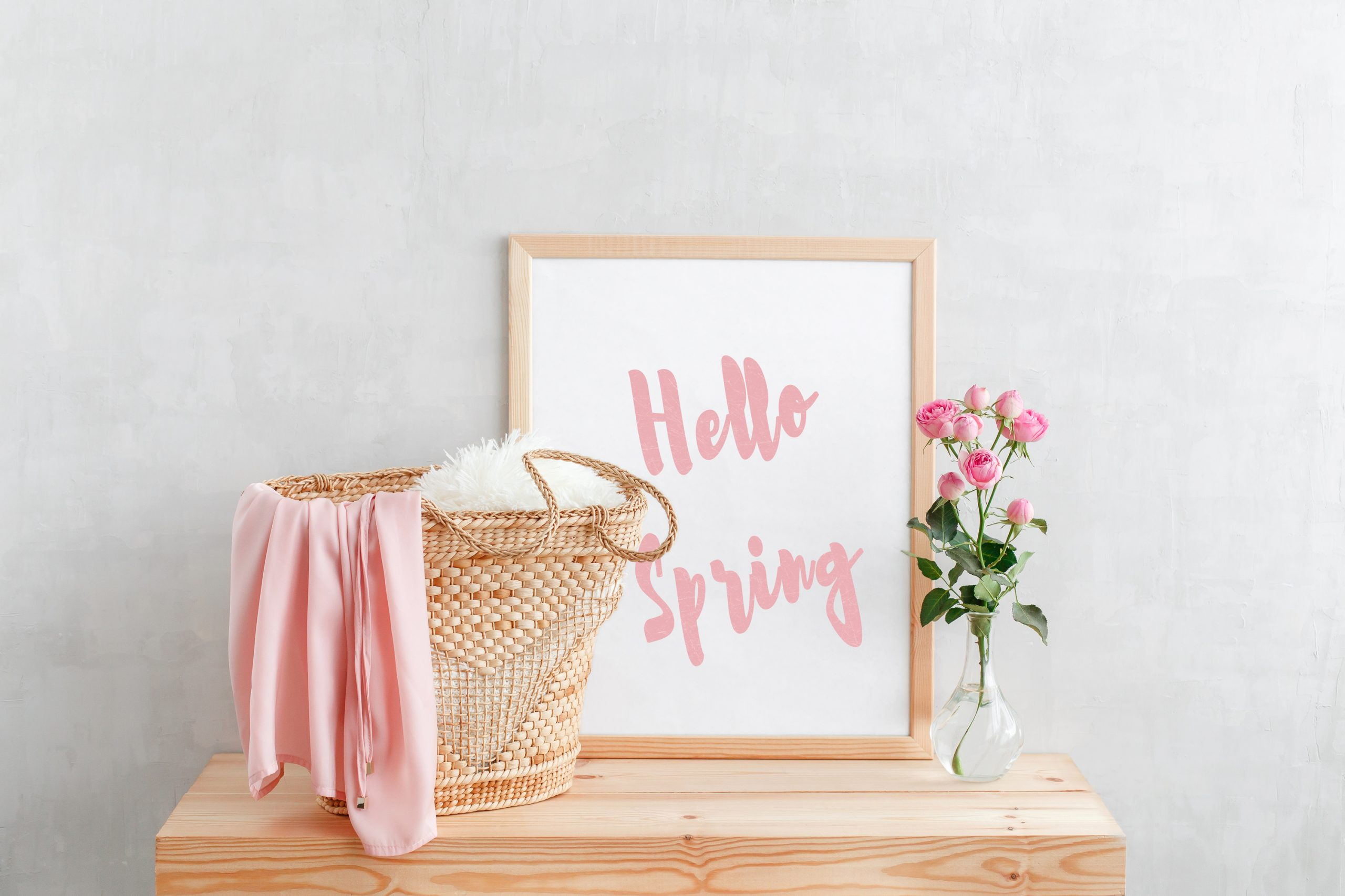 I'm throwing myself into making my own primitive spring crafts for my home. These are all pretty easy to make, you'll just need some of your usual craft supplies! This wood sign is easy to DIY and will add a nice pop of color to your home.
