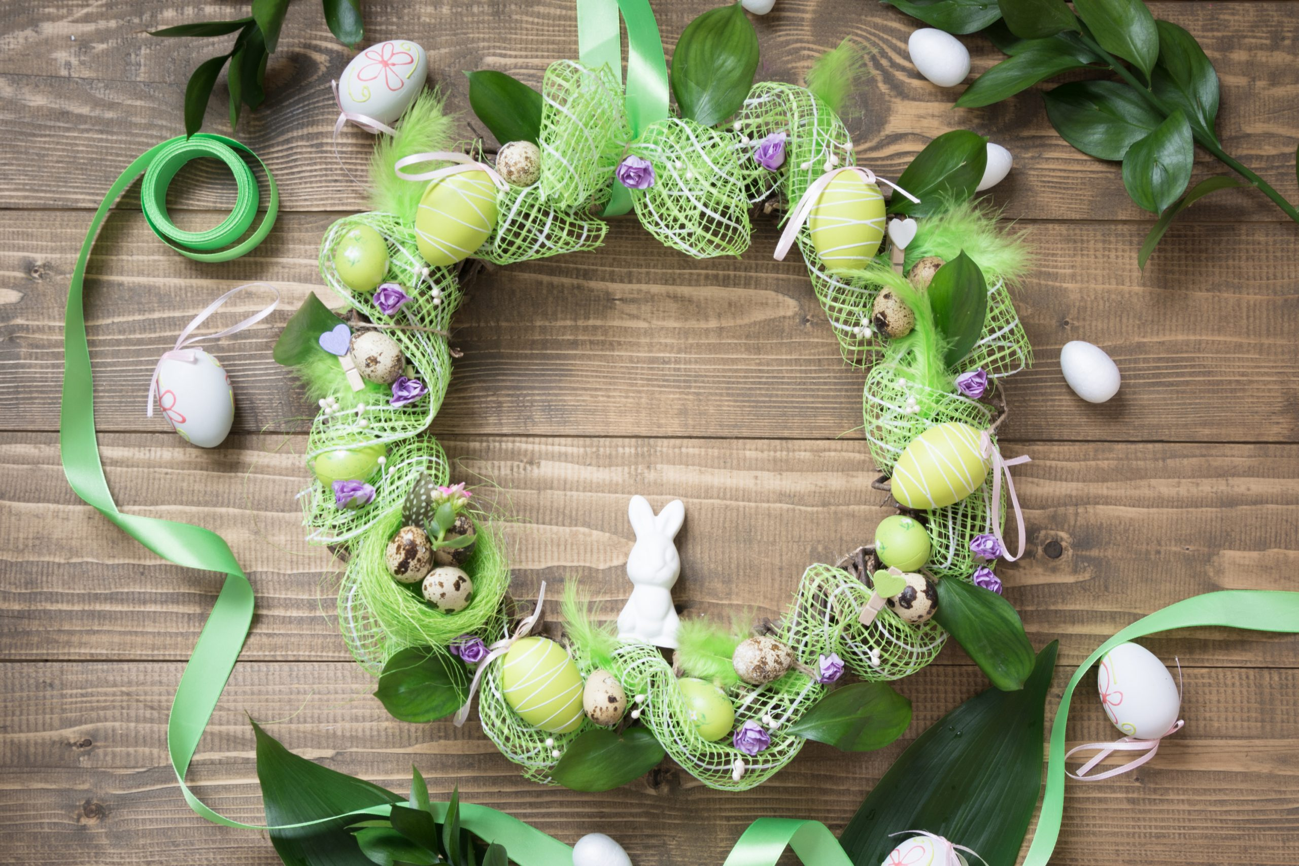 Spring is just around the corner and I seriously cannot wait! I am tired of all of the glum weather we've had in my neck of the woods! I'm already planning ahead to my Spring porch decor and am working this week on making my own spring wreaths. See how easy it is to DIY your own spring wreath.