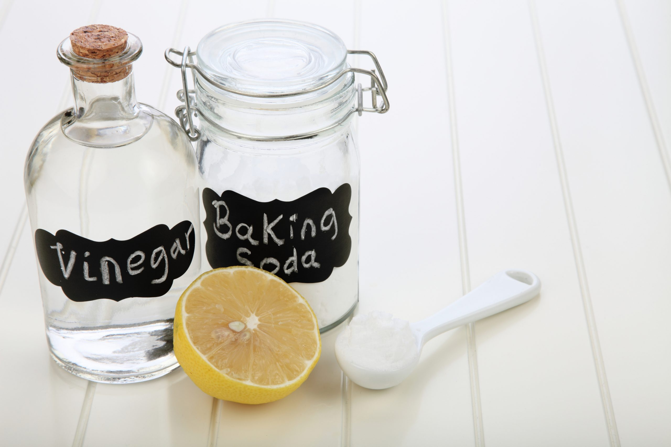 Do you try to use natural cleaning products as much as possible? Do you know that vinegar alone can clean your toilet? See what else you can clean with vinegar.