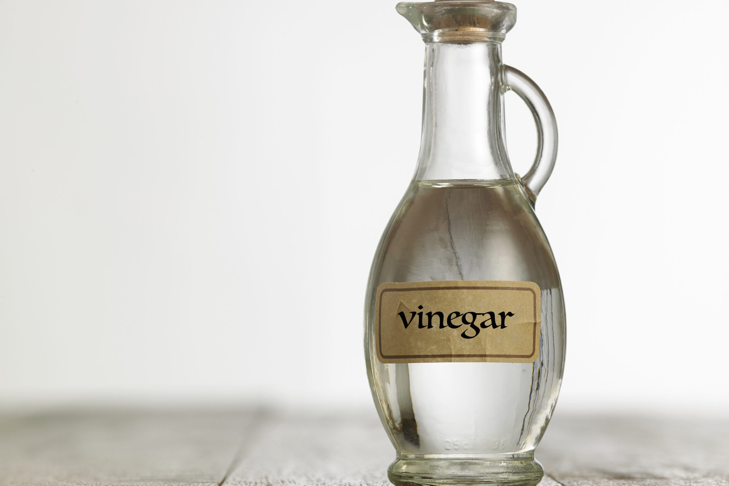 Do you try to use natural cleaning products as much as possible? Do you know that vinegar alone can clean your toilet? See what other uses vinegar has around your home.