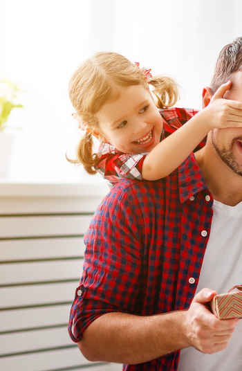 Father's Day is just around the corner and you know what that means, it's time to start thinking of great gift ideas for Dad! These Father's Day gift ideas are super easy to make. Dad will just love what you come up with!