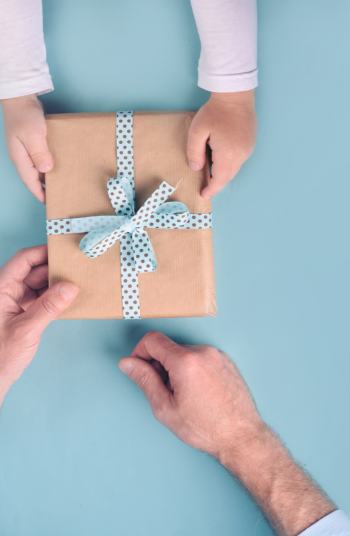 Father's Day is just around the corner and you know what that means, it's time to start thinking of great gift ideas for Dad! These Father's Day gift ideas are super easy to make. Dad will just love them! Take a look!