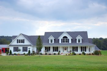 Here are some great curb appeal landscape ideas that are easy. No need to bust your back to make your home attractive to those driving by. My list of lists offers easy landscape ideas to be the house on the street with beautiful landscape. Don't miss out!